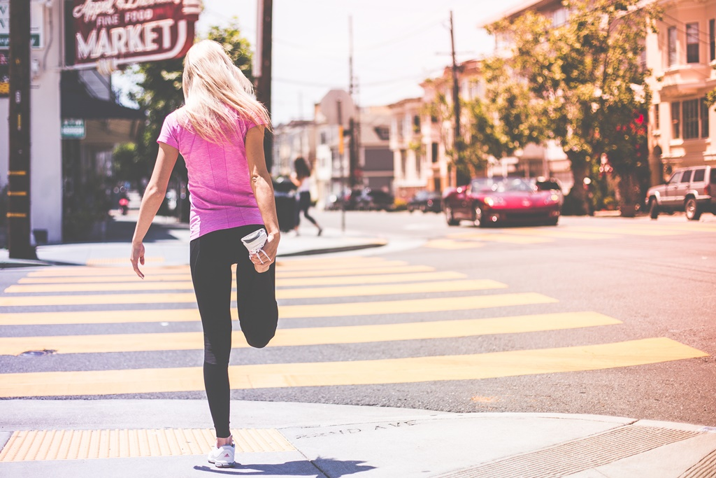 fit-young-girl-stretching-her-legs-before-jogging-workout-picjumbo-com